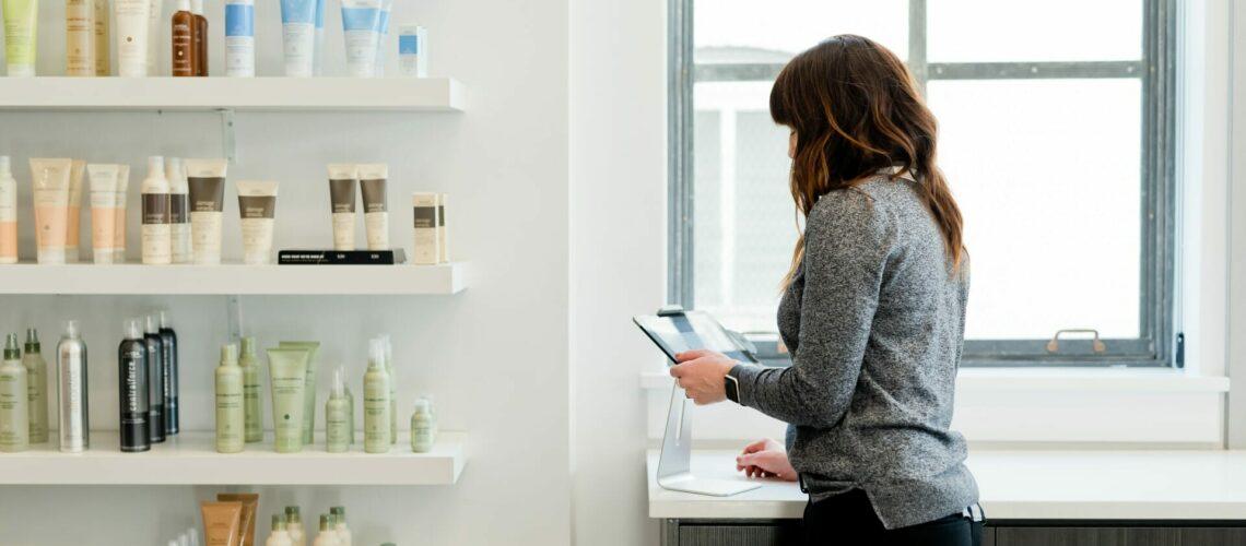 Este artículo habla sobre cómo poner tu propio negocio. La imagen es acorde.