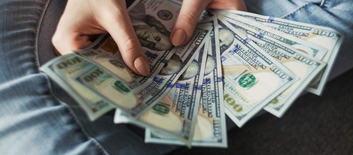 Este artículo habla sobre el efecto del cheque de estímulo sobre los impuestos. La imagen es acorde.