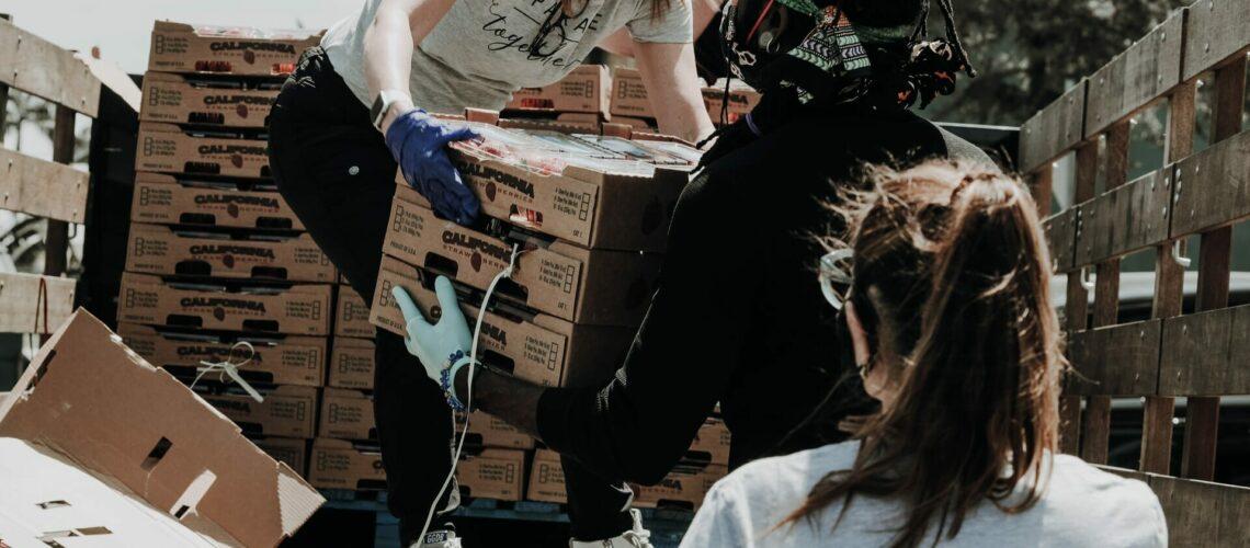 Este artículo habla sobre las donaciones de caridad y los impuestos. La imagen es acorde.