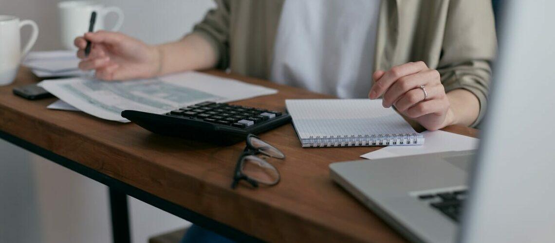 Este artículo habla sobre qué hacer cuando se tiene deuda fiscal. La imagen es acorde.